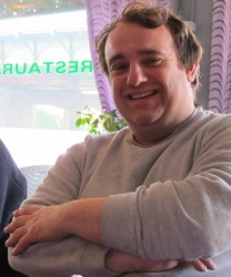 vincent-reynouard-souriant-bras-croisés