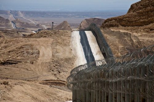 1333484236-project-hour-glass-building-the-israelegypt-border-fence--negev_1140650