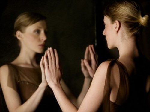 Looking-in-Mirror-Woman-2