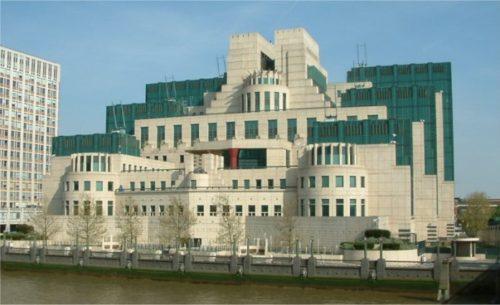 Secret_Intelligence_Service_building_-_Vauxhall_Cross_-_Vauxhall_-_London_-_24042004-696x425