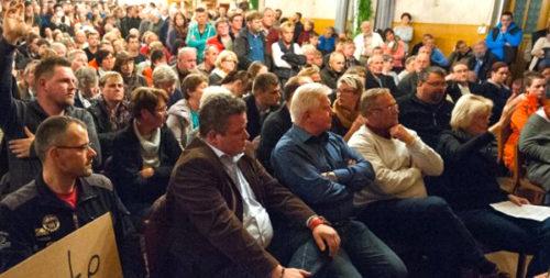 Germans-migrant-town-meeting