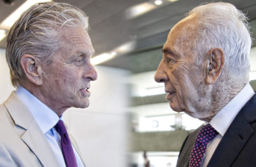 michael_douglas-shimon_peres_meeting