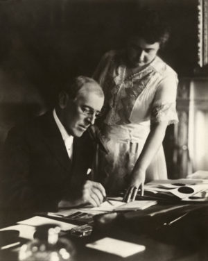 800px-Woodrow_and_Edith_Wilson2