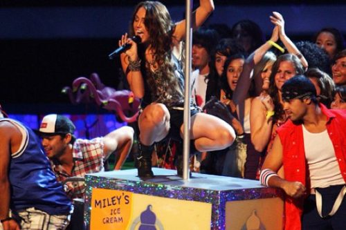16 year old Miley on a stripper pole at MTV's Teen Choice Awards